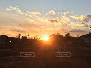 空,夕日,雲,夕暮れ,景色,光,大地,眩しい,夕陽,オレンジ色,夕空,埼玉県,坂の上