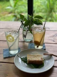 梅とレモンのジュースの写真・画像素材[4710734]