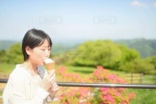 アイス食べる 女の写真・画像素材[4694184]