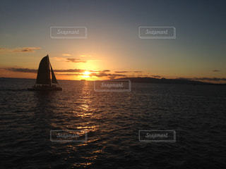南国に沈む夕日の写真・画像素材[1213478]