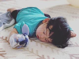 飲みながら寝落ちの写真・画像素材[2058161]