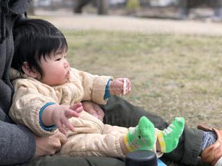 家族でピクニックの写真・画像素材[2105625]
