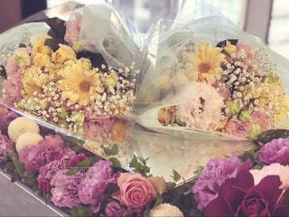 両親に贈る花束の写真・画像素材[2141142]
