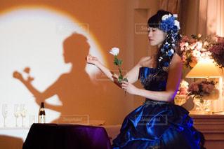 薔薇と花嫁の写真・画像素材[2232874]