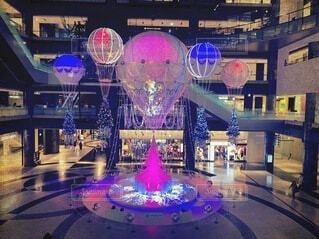 屋内,大阪,ピンク,カラフル,青,室内,気球,風船,イルミネーション,ライトアップ,クリスマス,梅田,バルーン,装飾,明るい,デート,クリスマスツリー,2020,電飾,熱気球,キレイ,グランフロント大阪,PR,シャンパンゴールド,グランフロントクリスマス
