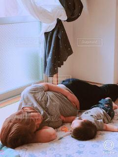 屋内,癒し,昼下がり,お昼寝,母,ママ,母と息子