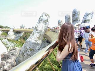 ダナンにある大きな手の橋の写真・画像素材[2177798]