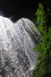 大きな滝の写真・画像素材[1180765]