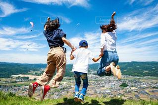 家族,絶景,屋外,ジャンプ,地面,母,ママ,お母さん
