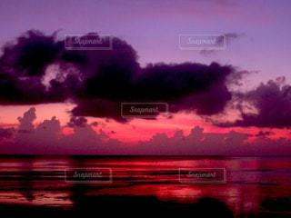 グアム島 ガンビーチの夕日の写真・画像素材[1292813]
