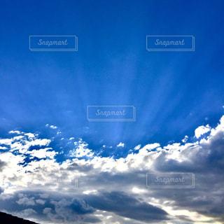 青い空に雲の写真・画像素材[1314200]