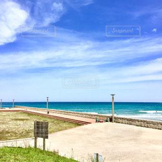 海の横にある砂浜のビーチの写真・画像素材[1389249]