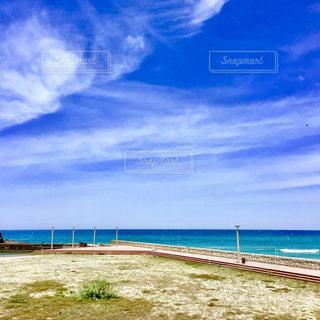 海の横にある砂浜のビーチの写真・画像素材[1395020]