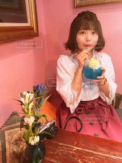 飲み物,ピンク,青,女の子,人物,ブルー,ドリンク,クリームソーダ,ピンク色,桃色,pink,インスタ映え,ピンクの壁,GION,ブルーソーダ