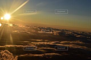 空には雲のグループの写真・画像素材[1861891]