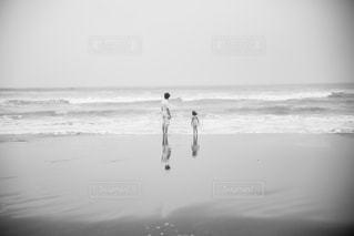 海に来たら波が高くて泳げないの写真・画像素材[1439579]
