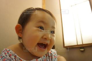 子ども,親子,キラキラ,笑顔,赤ちゃん,パパ,にこにこ,好奇心,ワクワク,前のめり,いいお顔,あっ!