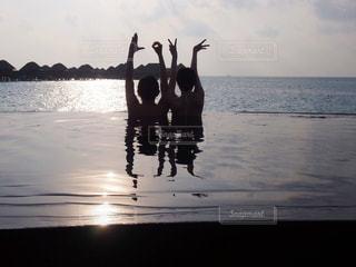 海,モルディブ,夕日,LOVE,夕焼け,手,海岸,人,夕陽,ラブ,夕焼