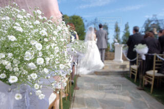 テーブルの上の花の花瓶の写真・画像素材[1258759]