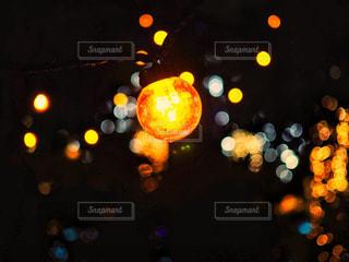 玉ボケと電球の写真・画像素材[1689555]