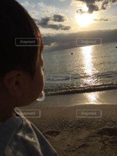 子ども,海,夕日,海岸,沖縄,黄昏