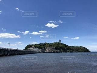 江の島海岸からの江の島風景の写真・画像素材[1198932]