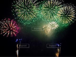 夜空の花火の写真・画像素材[1194687]