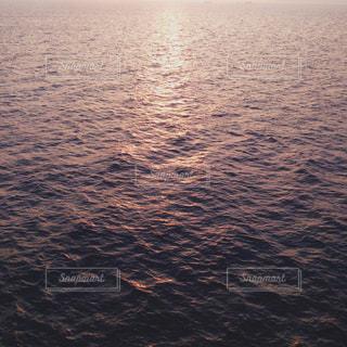 海,屋外,夕焼け,波,水面,夕方,夕陽