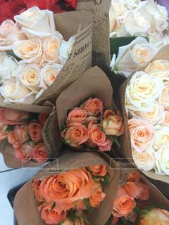 花,ピンク,花束,バラ,テーブル,新聞,英字新聞,rose,草木,マクロ,vsco