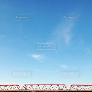 空,秋,橋,屋外,車,トラック,飛行機雲,秋の空,日中,minimum