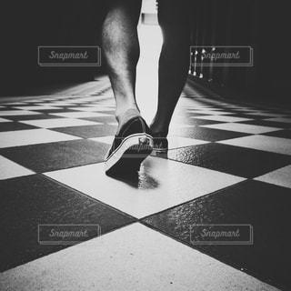 足,歩く,床,未来,恵比寿,夢,ポジティブ,恵比寿ガーデンプレイス,バンズ,可能性,前進,前へ