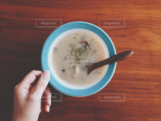 食べ物,手,テーブル,スープ,人物,人,カップ,シチュー,パイレックス,Pyrex