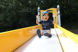 公園,子供,人物,人,休日,少年,男の子,休み,まったり,日中,3歳,Tシャツ,半袖
