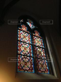 大きな窓のある建物の写真・画像素材[1199992]