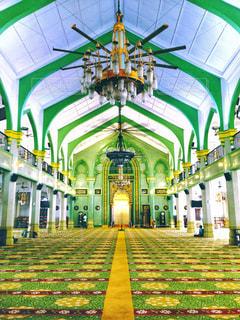 緑色の大きな建物の写真・画像素材[1261196]