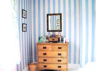 小さな部屋の家具の写真・画像素材[1265850]