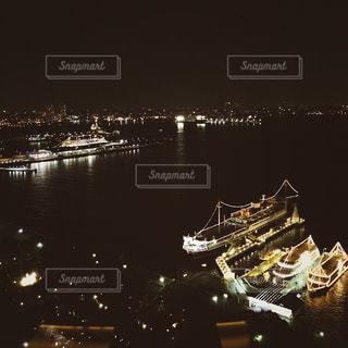 水の体の上の橋の写真・画像素材[1198885]