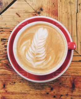 木製のテーブルの上に座ってコーヒー カップの写真・画像素材[1224638]