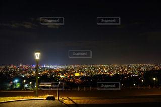 夜の街の景色の写真・画像素材[1706137]