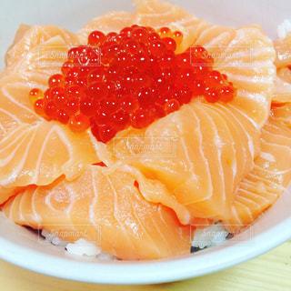 海鮮親子丼の写真・画像素材[1261337]