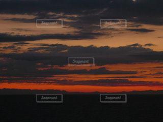 海,空,夕日,雲,島,夕焼け,オレンジ,旅行,地中海,サンセット,海外旅行,クルーズ船,海原,航海中