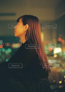 メガネ、カメラ目線の女の写真・画像素材[1020373]
