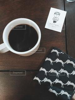 テーブルの上のコーヒー カップ - No.1041854