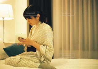 女性,屋内,部屋,読書,人物,人,浴衣,フィルム,フィルム写真,ベッド