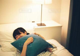 女性,屋内,部屋,人物,人,浴衣,笑顔,フィルム,フィルム写真,ベッド