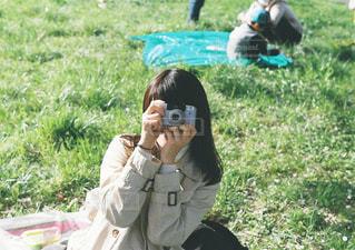 携帯電話で通話中の女性の写真・画像素材[1248969]