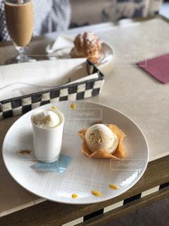 クローズ アップ食べ物の皿とコーヒー カップの写真・画像素材[1396282]