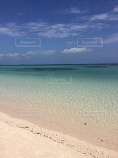 海の横にある砂浜のビーチの写真・画像素材[1199490]