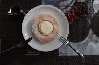 コーヒーのカップとプレートの写真・画像素材[1205416]