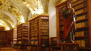 本棚の部屋の写真・画像素材[1249596]